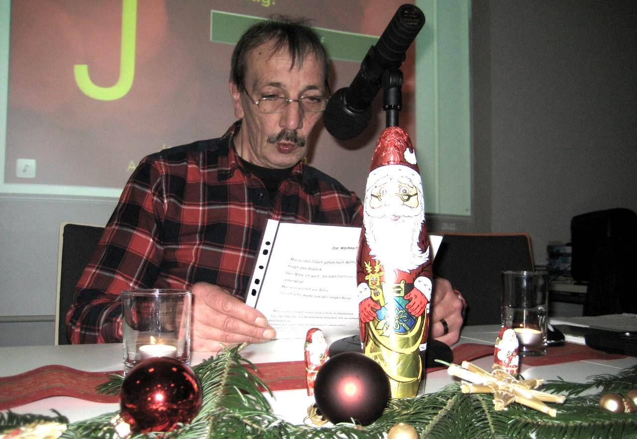 Hermann F. liest die Weihnachtsgeschichte