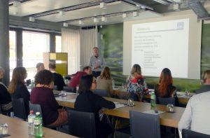 """Achim Scholz moderiert im Workshop """"Neue Wege gehen"""""""