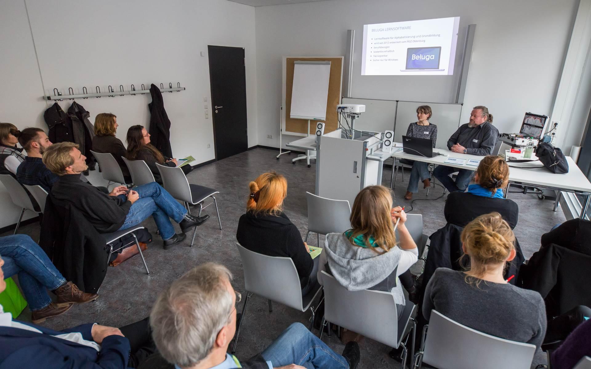 Nadine Engel und Karsten Cornelius in ihrem Workshop | Foto: Axel Herzig