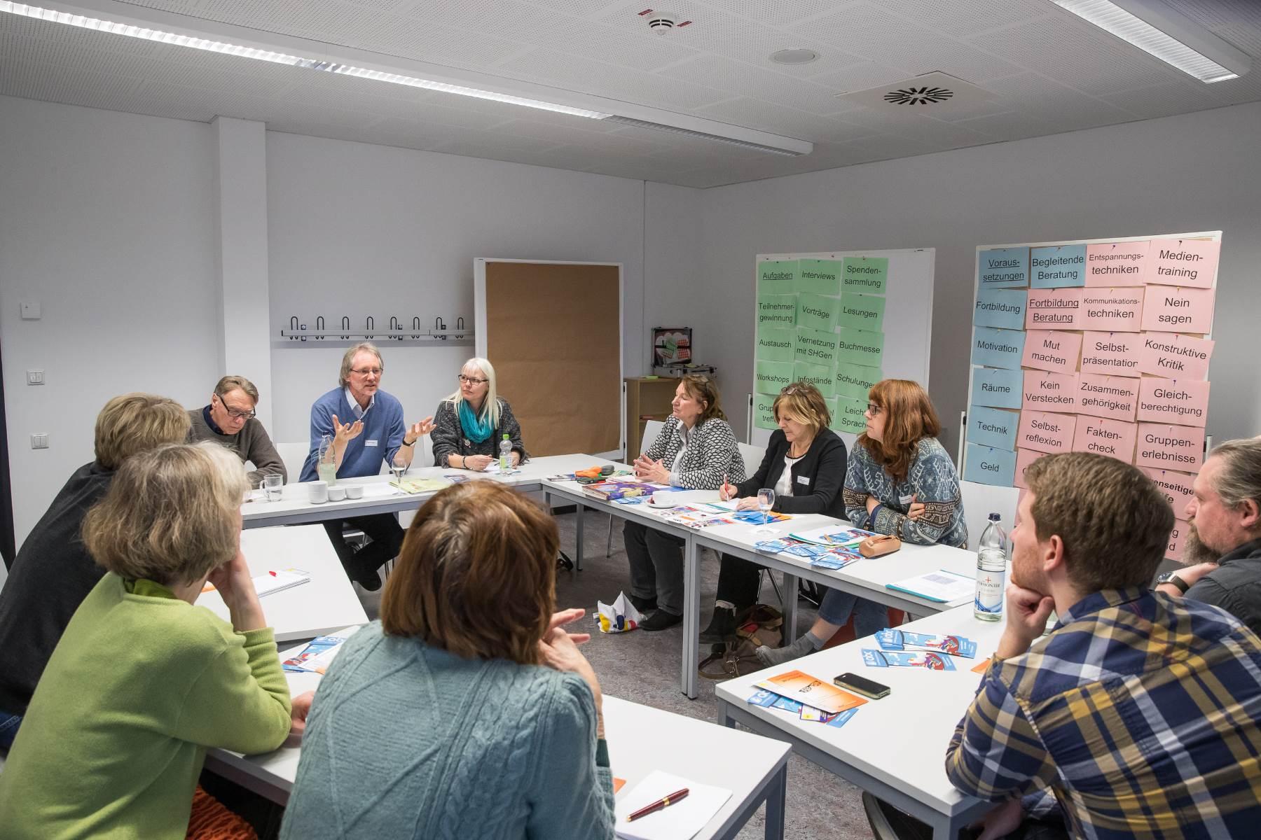 Achim Scholz diskutiert im Workshop über Selbsthilfegruppen | Foto: Axel Herzig