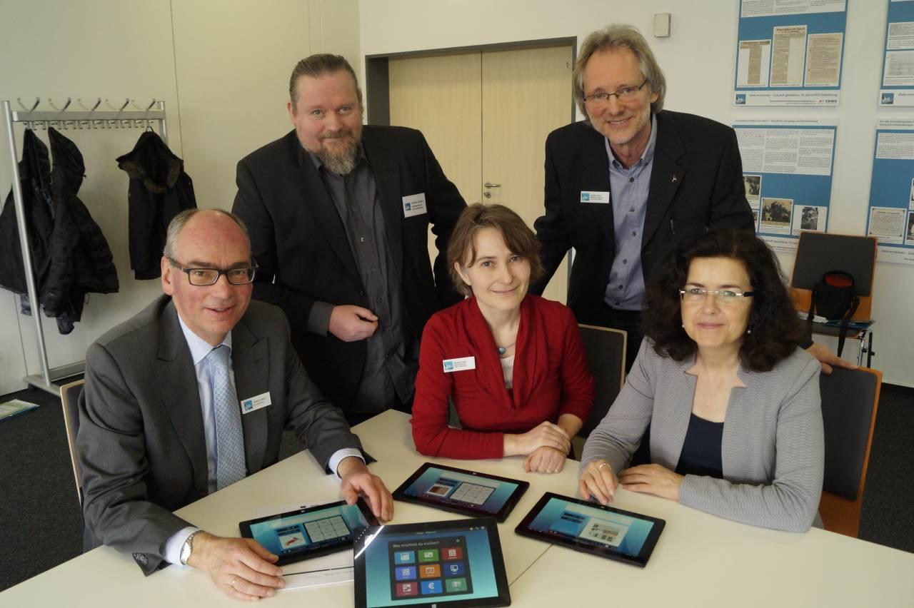 von li.: Andreas Gögel, Karsten Cornelius, Nadine Engel, Achim Scholz, Gabriele Heinen-Kljajić / Foto: Katharina Nordenbrock