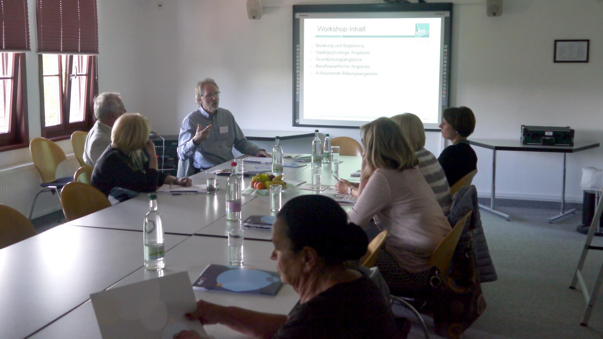 Achim Scholz leitete einen Workshop über Lernangebote in der Grundbildung.