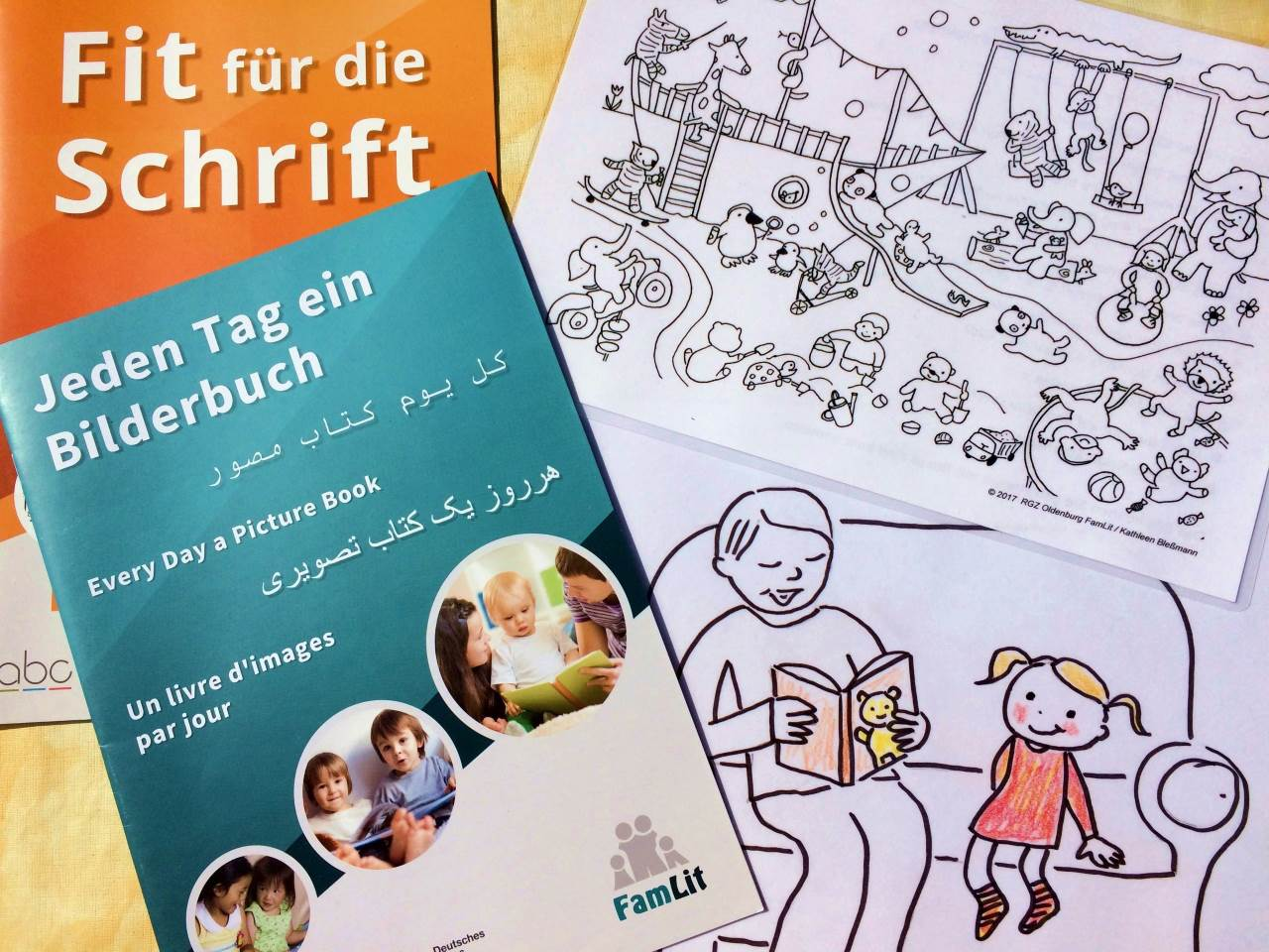 Broschüren zum Lernen in der Familie in Leichter Sprache