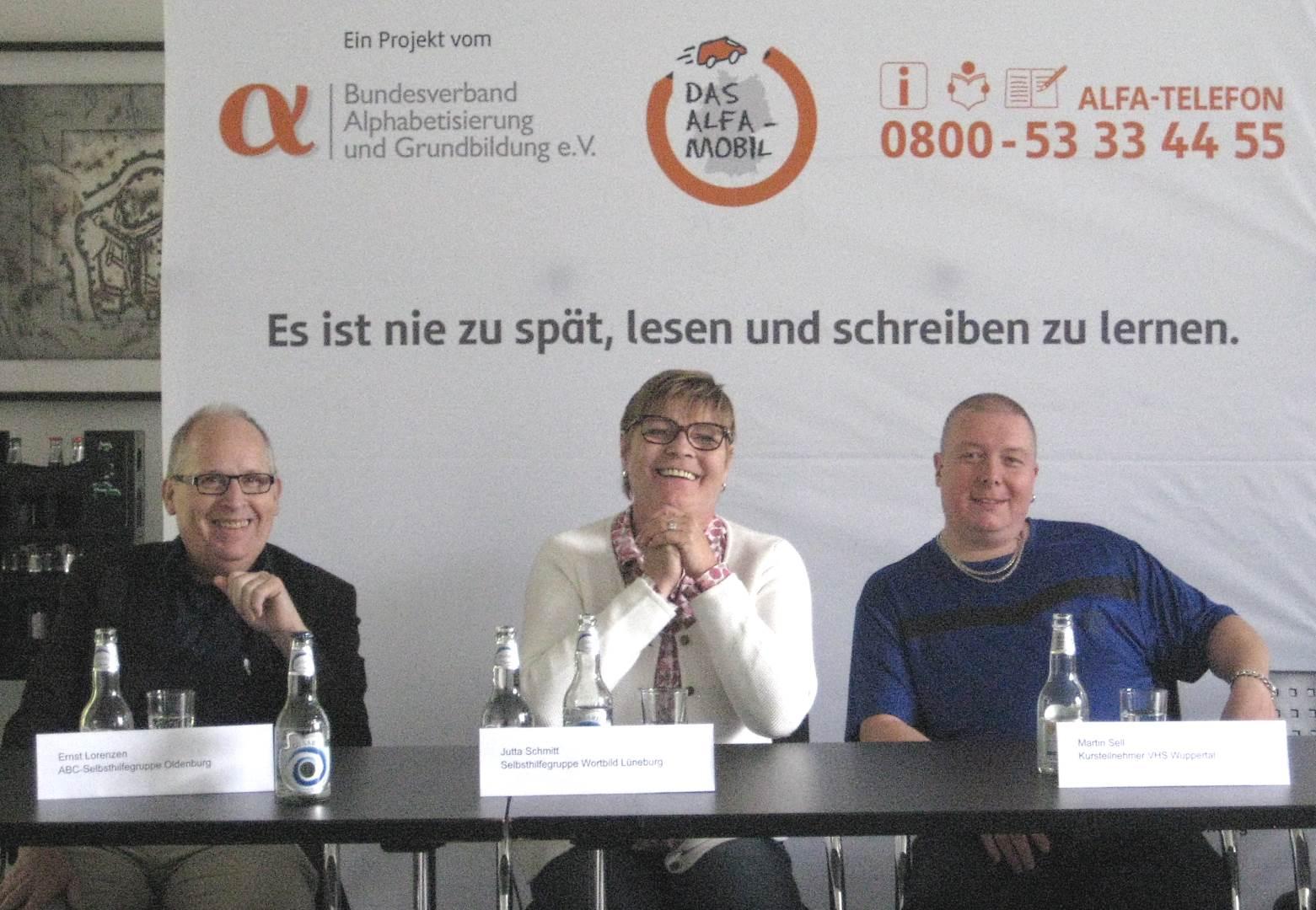 von li.: Ernst Lorenzen, Jutta Schmitt, Martin Sell | Foto: Achim Scholz