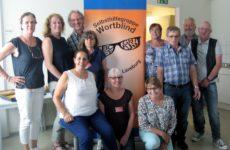 li. stehend: Gabriela Thiem, Tanja Patzwald, Achim Scholz mit den Aktiven von Wortblind Lüneburg und der ABC-Selbsthilfegruppe Oldenburg