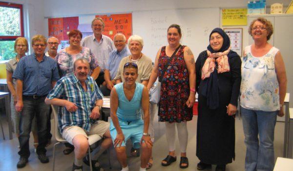 Deutsche und niederländische Lernende im Unterricht eines Lese- und Schreibkurses in einer Mittelschule in Utrecht