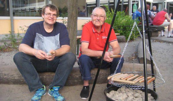 Lars und Klaus beim Sommerfest der Lese- und Schreibkurse