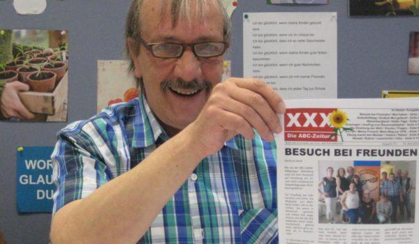 Hermann Fickenfrers mit der Erstausgabe von 2008