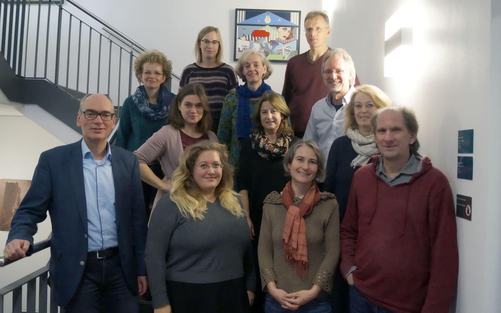Li. Andreas Gögel, vorne li. Friederike Risse, Mitte li. Katherina Bosse mit den Repräsentanten der acht RGZ in Niedersachsen